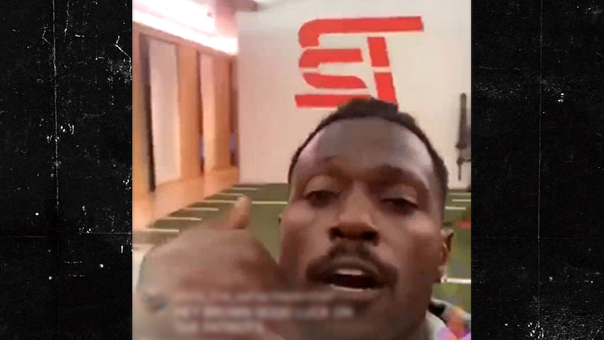 Antonio Brown Works Out at Tom Brady's TB12 Facility
