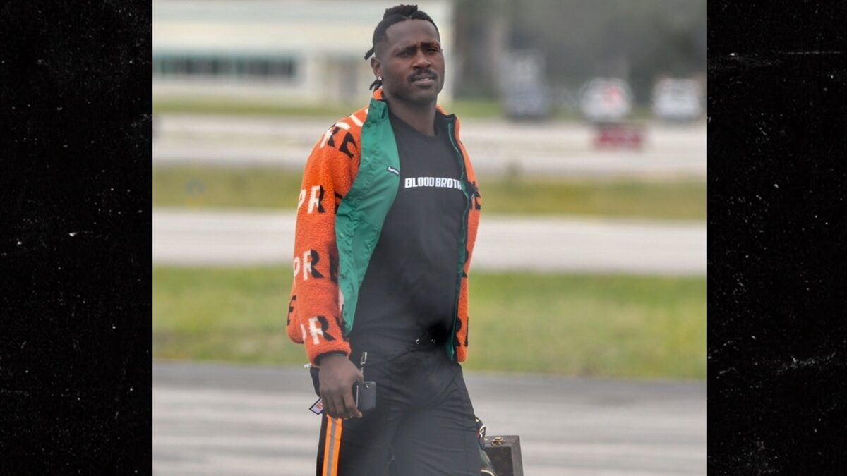 Antonio Brown Looks Sad as He Lands in Miami Post-Patriots Firing