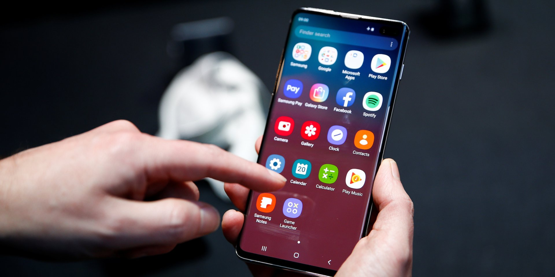 How to turn off autocorrect on a Samsung Galaxy S10 in 2 different ways
