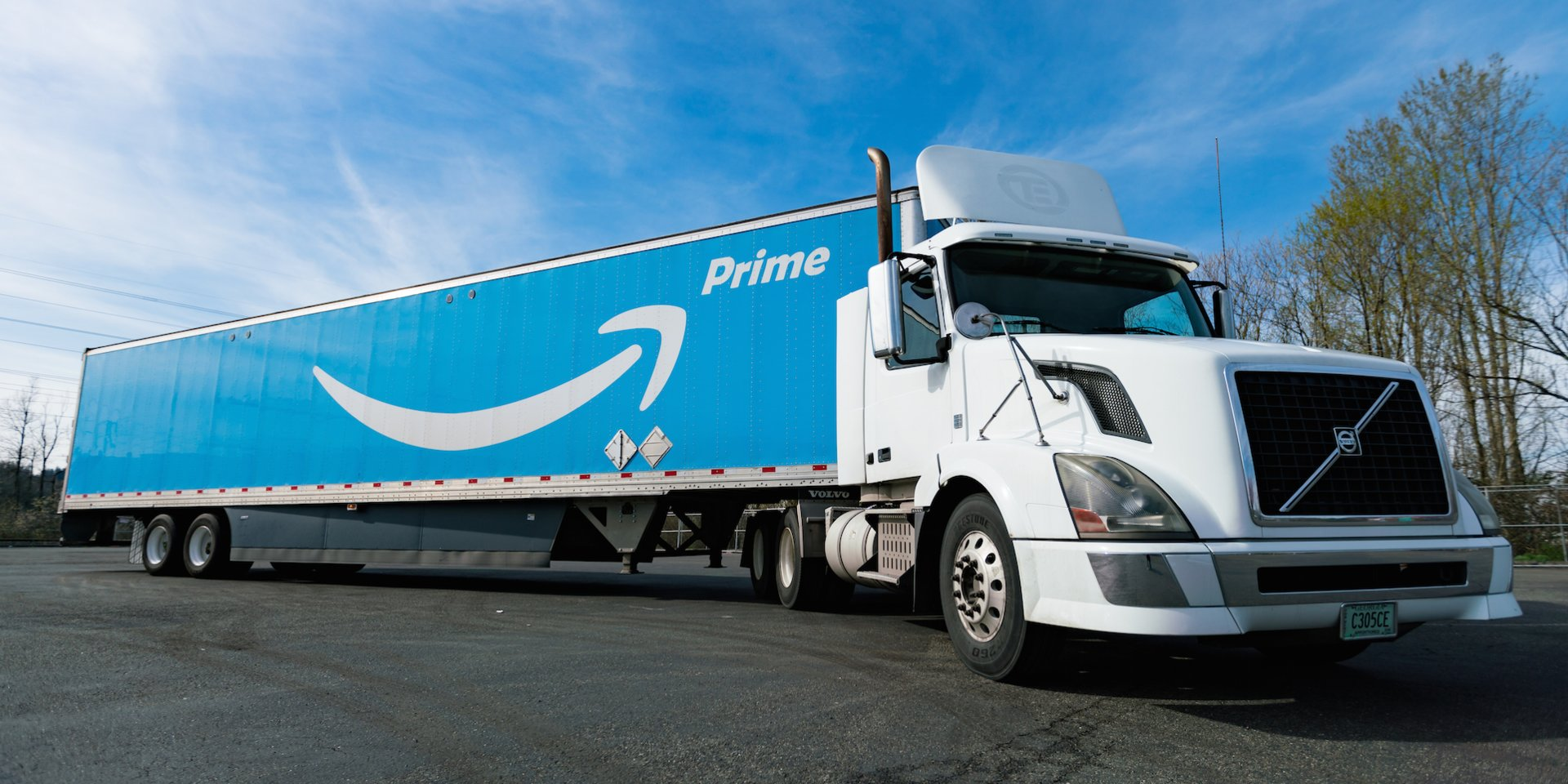 From electric vans to autonomous robots, here are all the vehicles Amazon has and will use to deliver packages to your doorstep (AMZN)