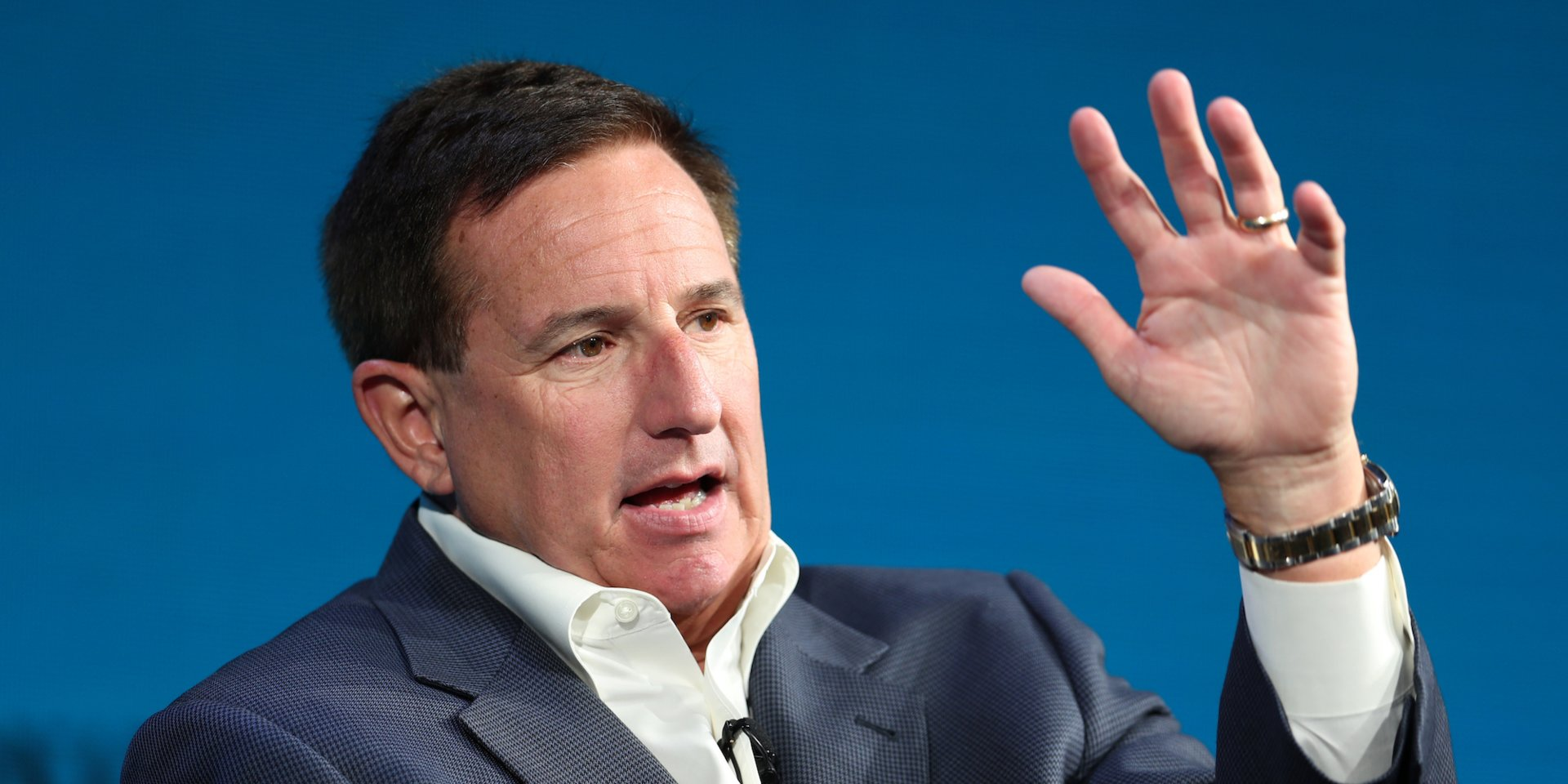 Analysts say Oracle CEO Mark Hurd's medical leave is a 'huge blow' at a crucial moment: 'Oracle needs fewer distractions, and this is a major one' (ORCL)
