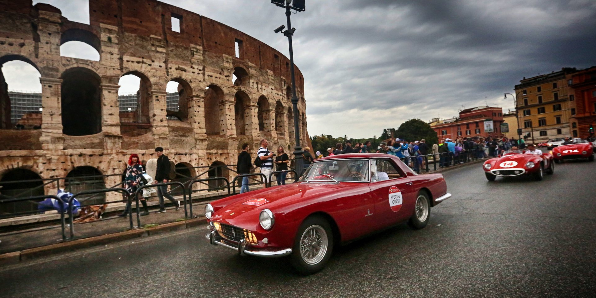 These photos prove that vintage Ferraris just look better in Italy (RACE)