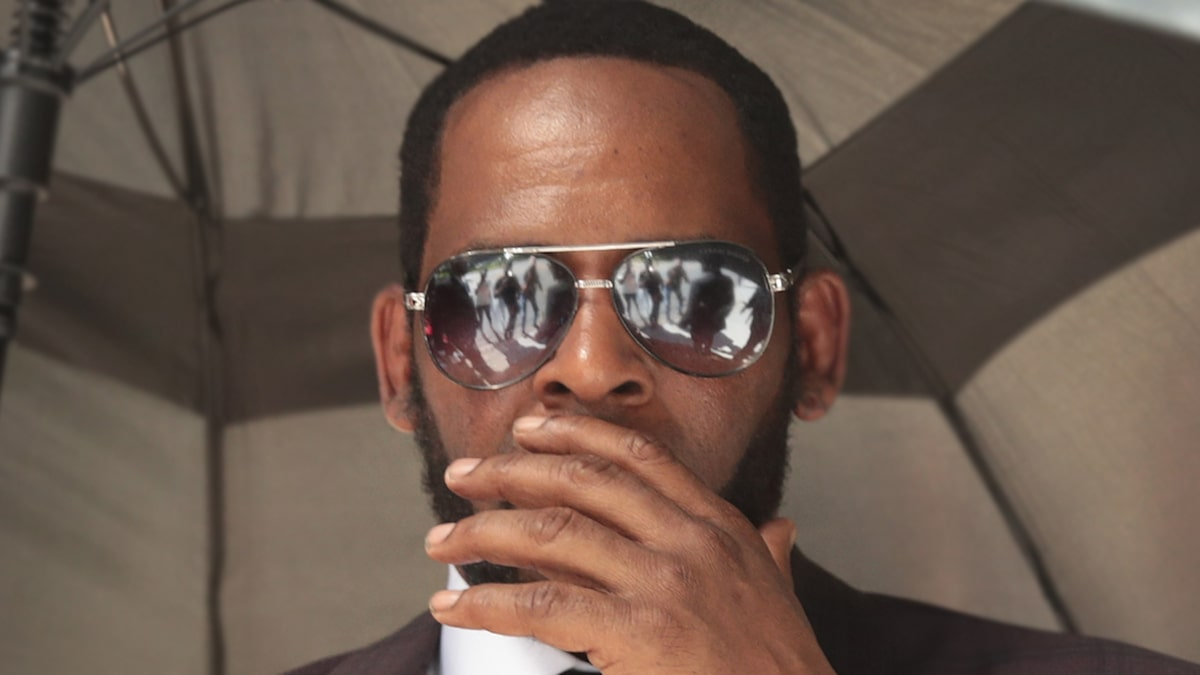 R. Kelly No-Show In Minnesota Sex Crime Case and Arrest Warrant Issued