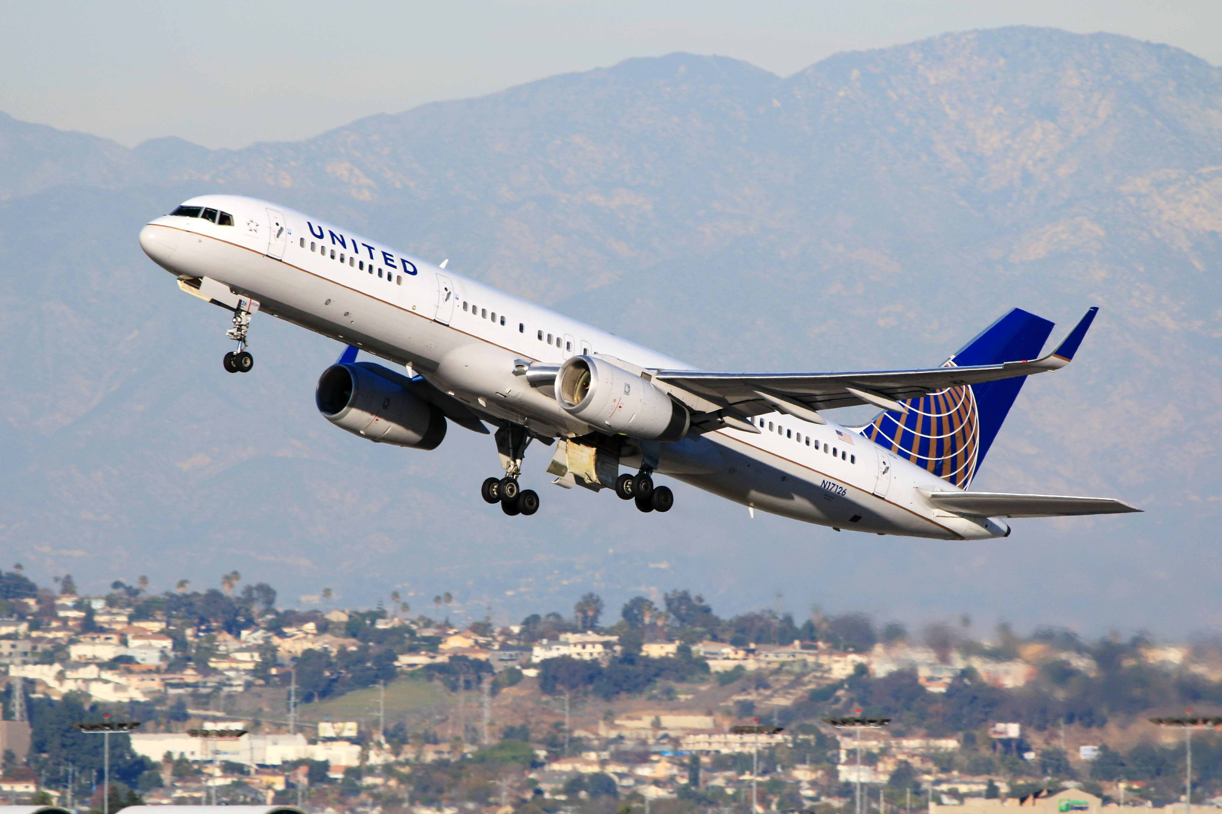 United passenger's T-shirt alluding to lynching journalists stirs debate over on-board threats