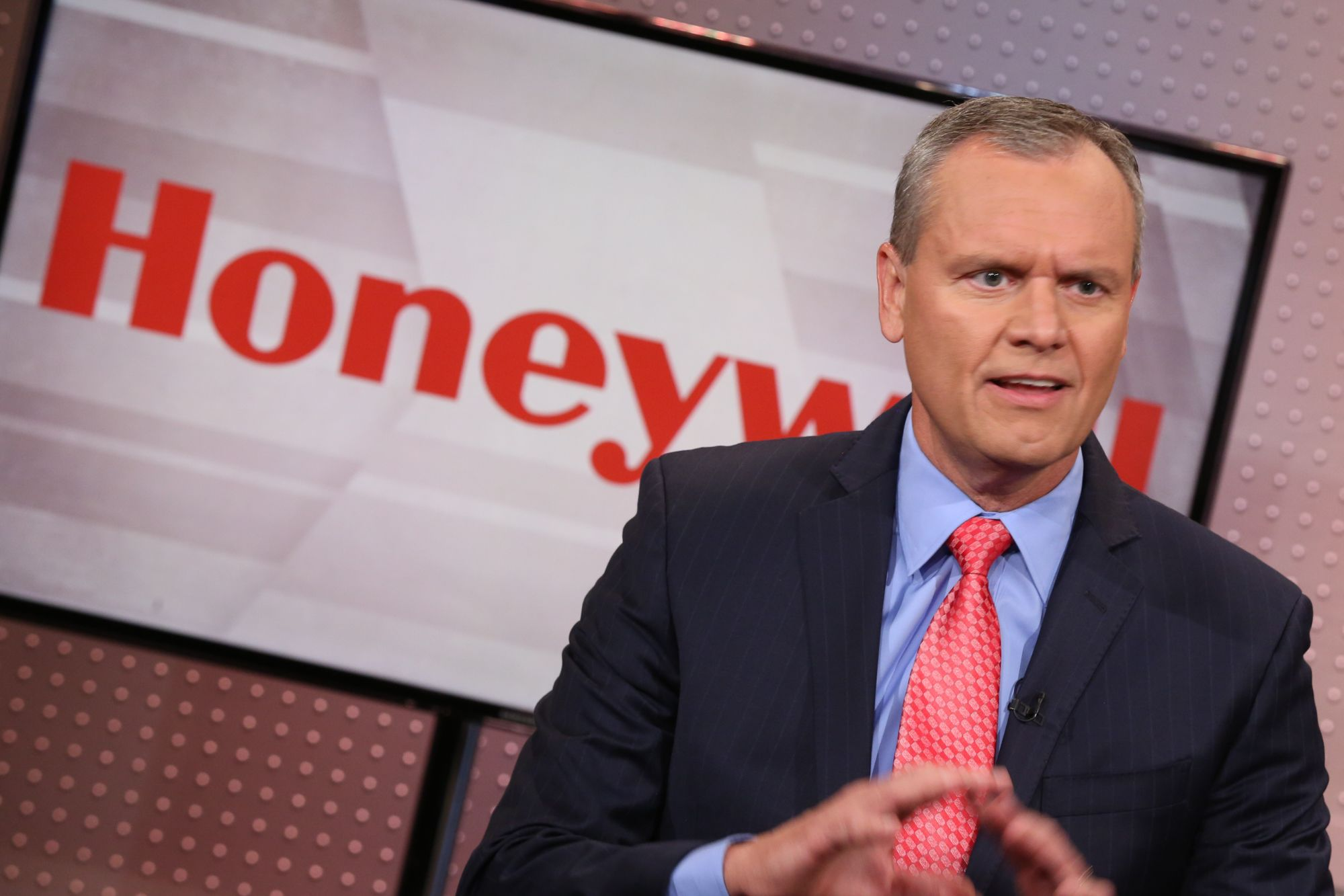 Assessing the Honeywell spinoff one year later — stocks to buy and not, according to Jim Cramer