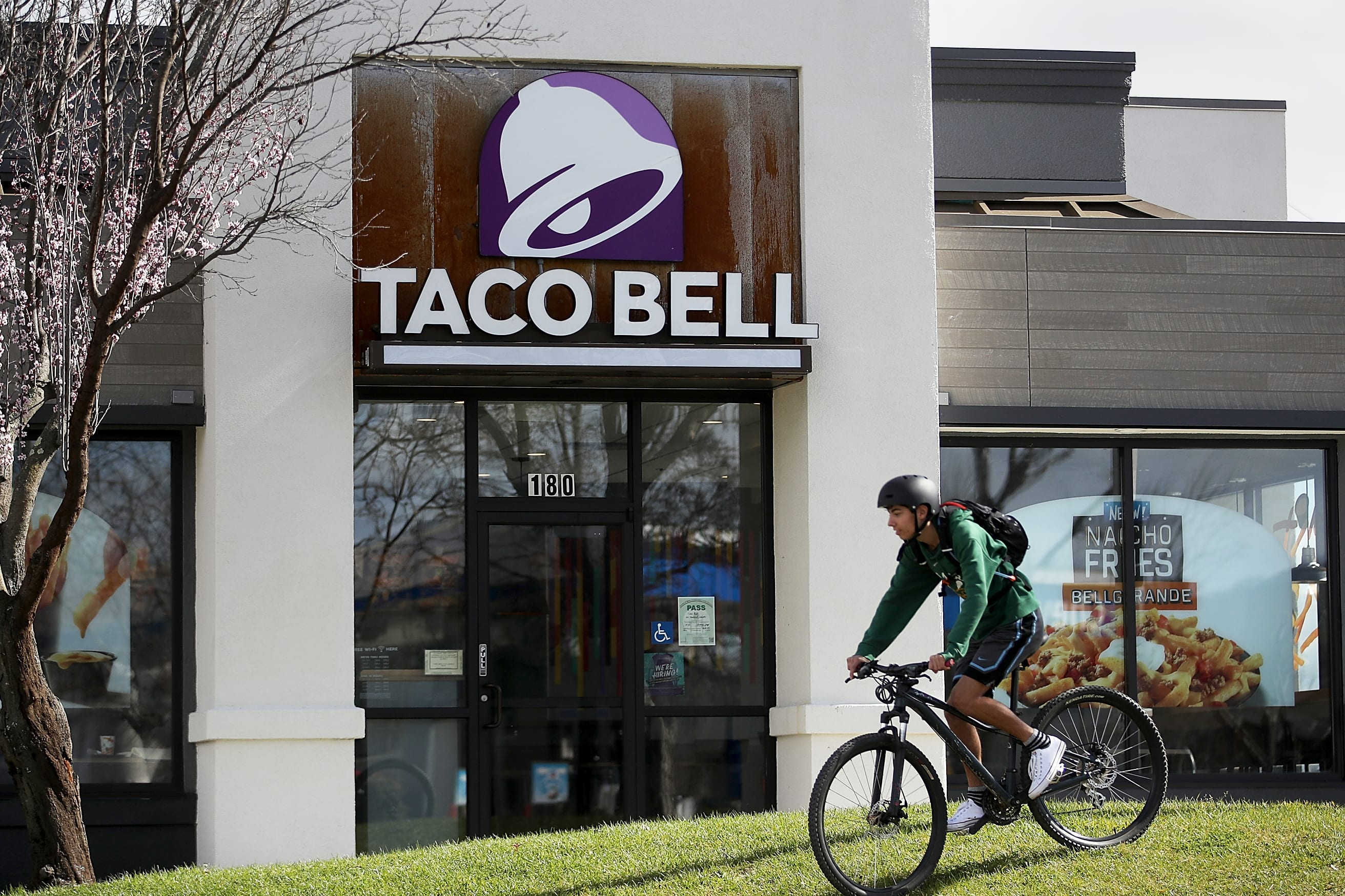 Taco Bell parent Yum posts earnings and revenue that miss expectations