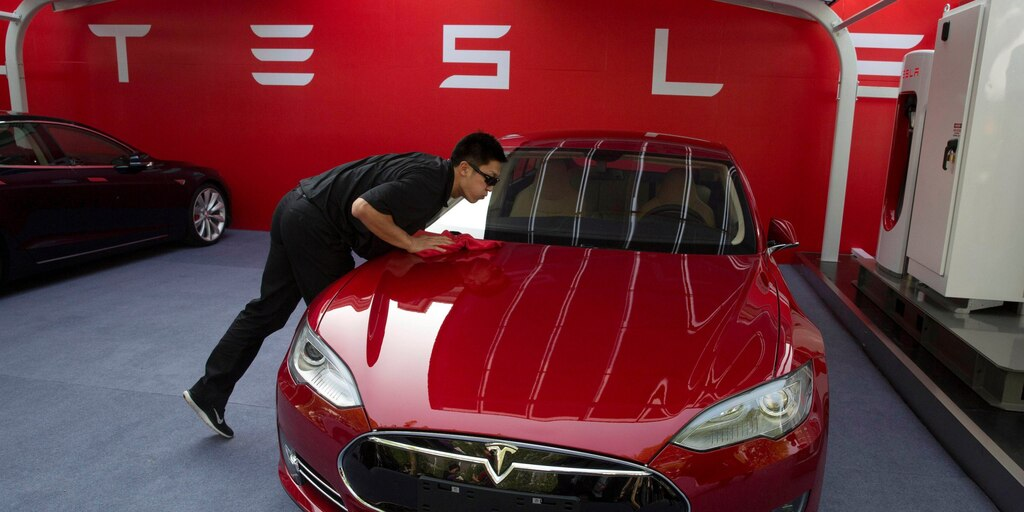 Tesla tumbles 7% after producing a disappointing number of vehicles last quarter (TSLA)