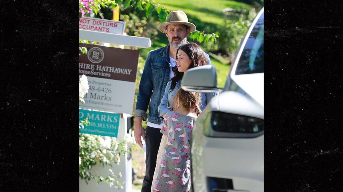 Jenna Dewan and BF Go House Hunting to Make Room for New Baby