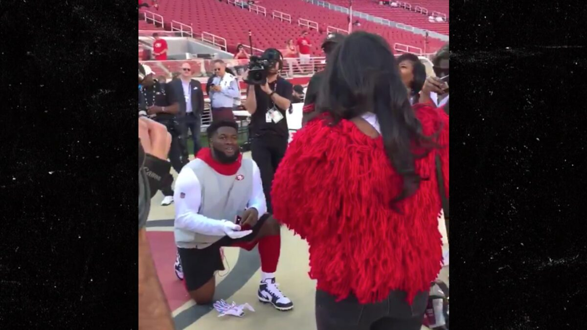 49ers' D.J. Jones Proposes To Girlfriend On Sideline Before Browns Game