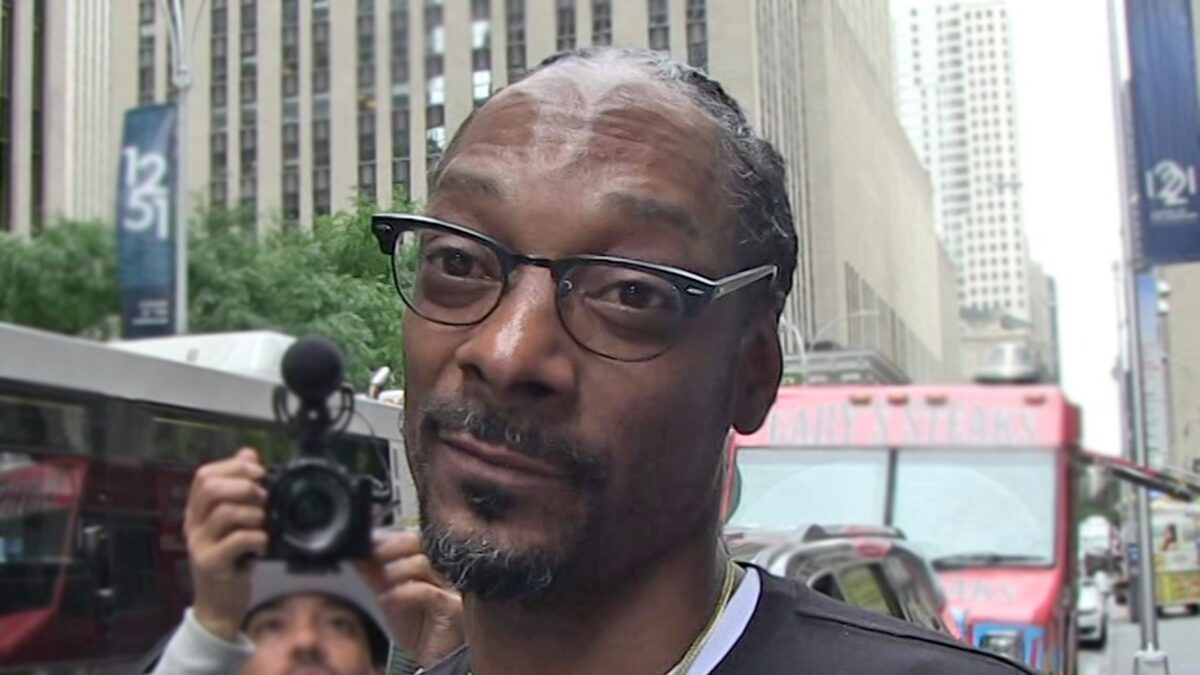 Snoop Dogg on Risque Kansas Basketball Performance, That's What I Do!