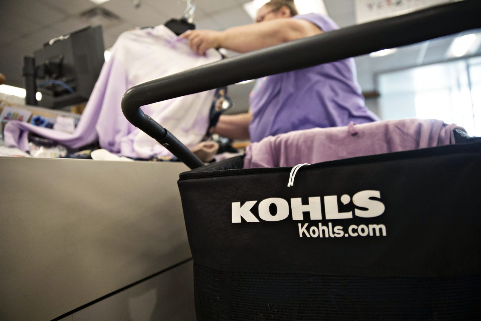 Retailers such as Kohl's 'in trouble' without better digital presence or bargains, Cramer says