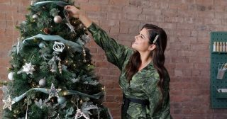 Tiffani Thiessen Shows Us How She Gets in the Holiday Spirit