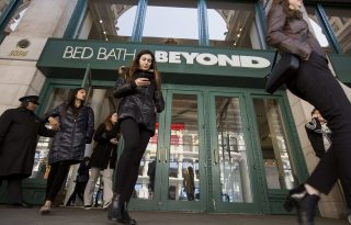 New CEO at Bed Bath & Beyond shakes up chain of command, ousts six senior executives