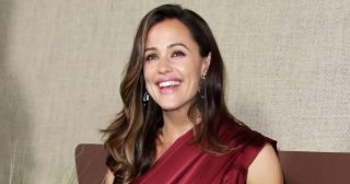 Jennifer Garner's Christmas Tree Is Twice Her Size: 'Go Big or Go Home'