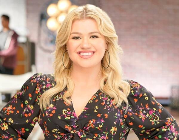 """Kelly Clarkson's Cover of """"Won't You Be My Neighbor?"""" Will Give You All the Feels"""