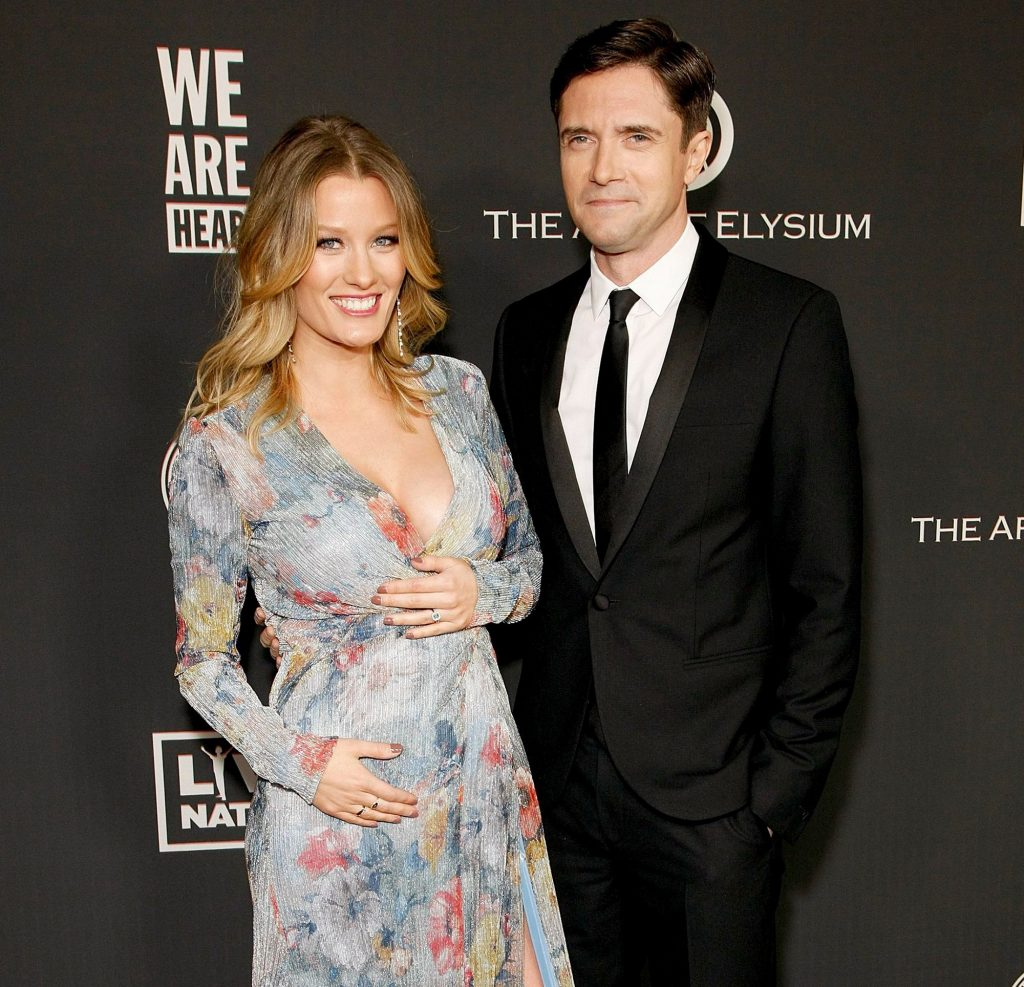 Ashley-Hinshaw-and-Topher-Grace