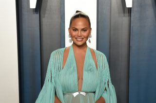 Chrissy Teigen Troll Disses Her For Having 'Balding Hair' In Runway Pic – Check Out Her Reaction!