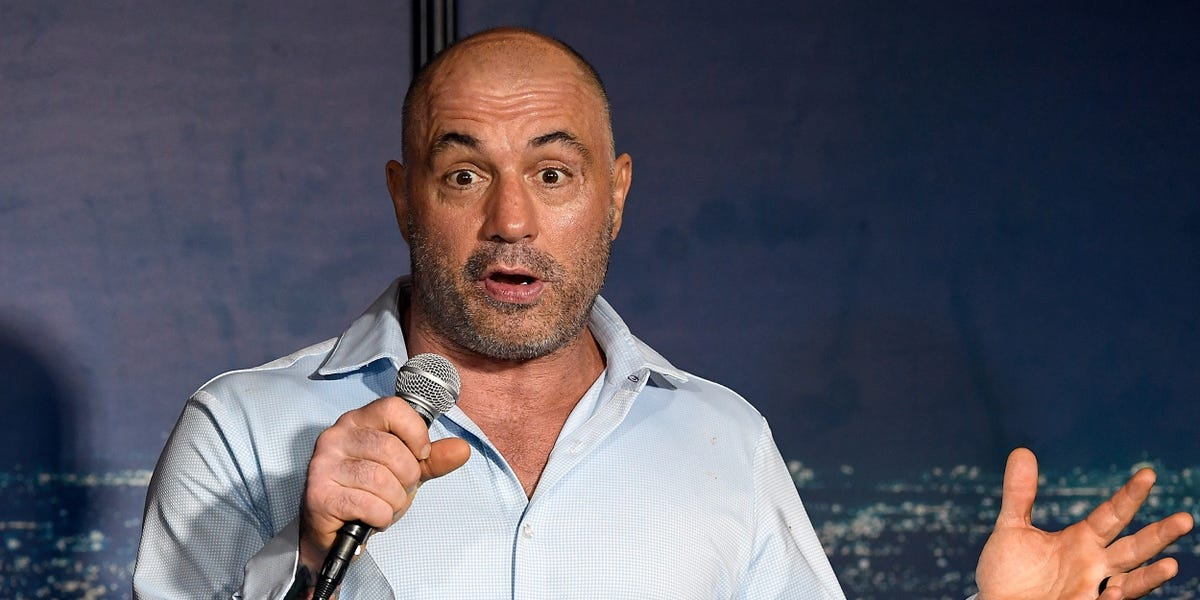 Here's how comedian and UFC commentator Joe Rogan became the world's highest-paid podcaster
