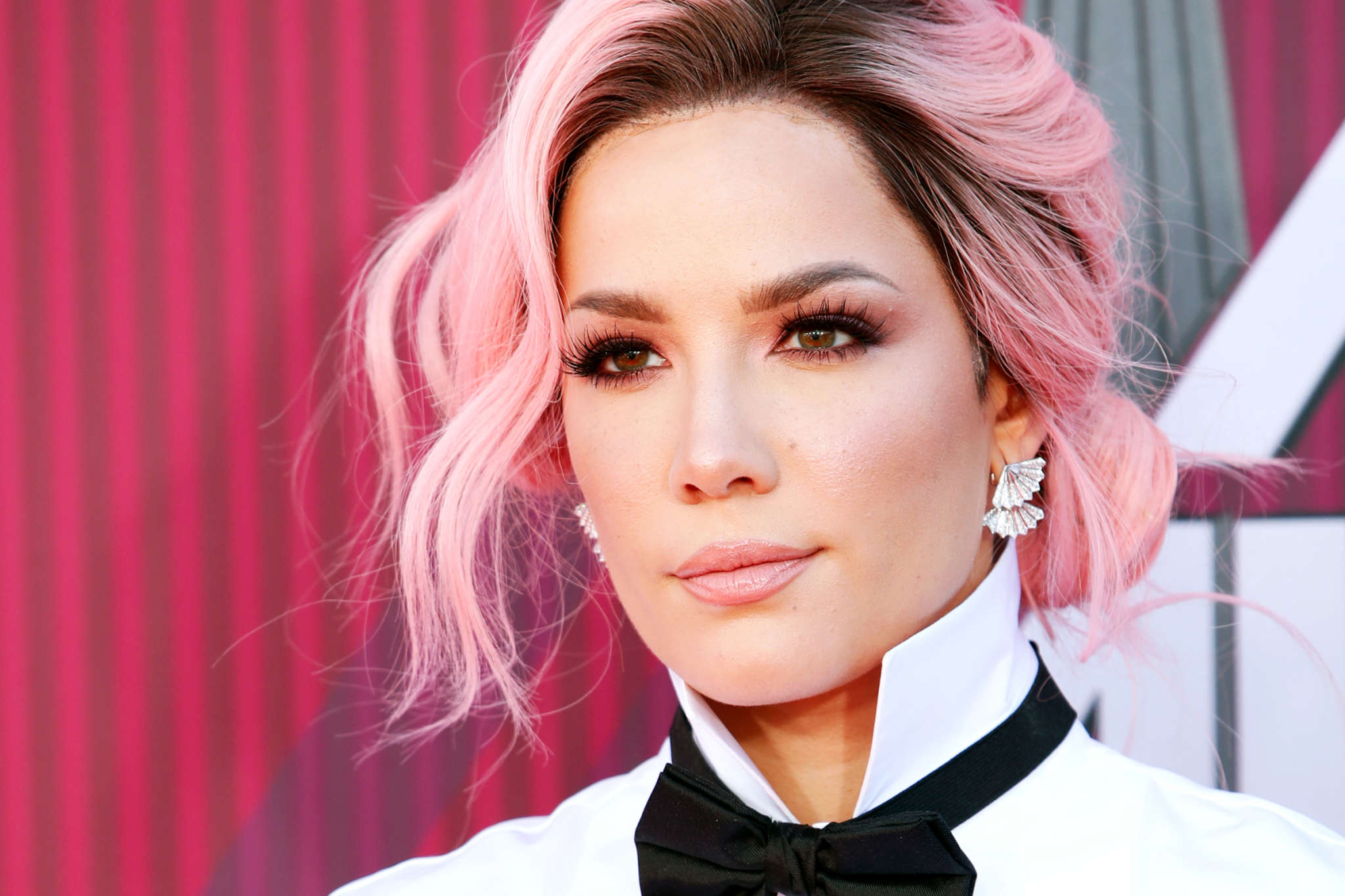 Halsey Slams Fans Who Ask To Take Pics With Her While Protesting – 'Don't Even Ask!'