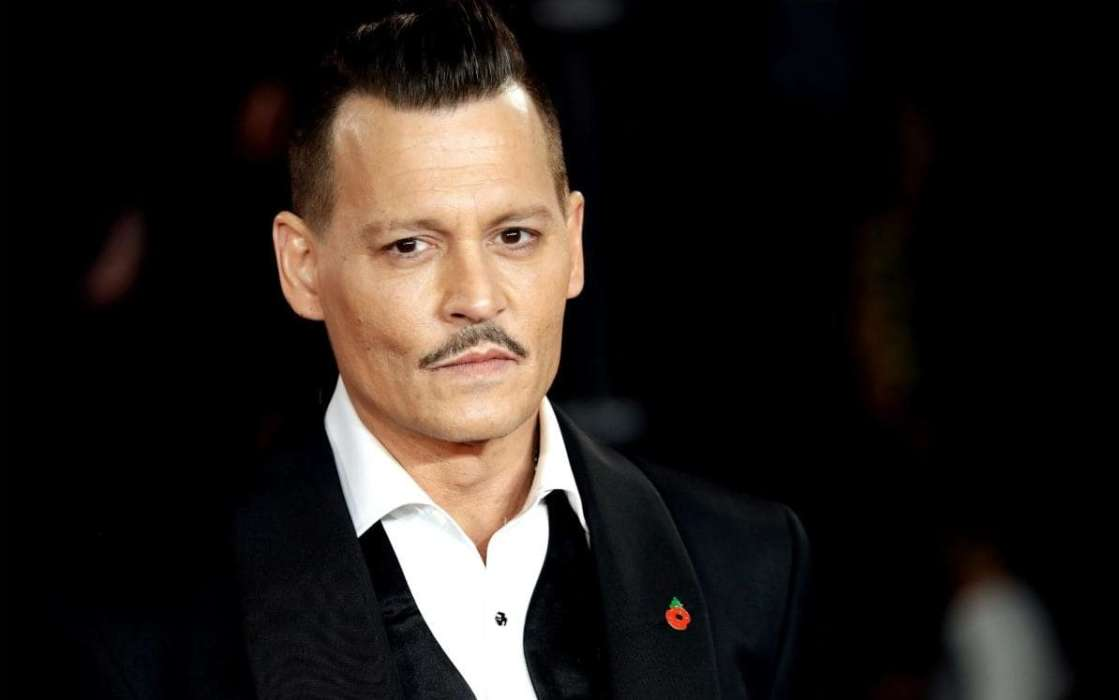 Johnny Depp Allegedly Spelled 'I Love You' With The Blood From His Severed Finger