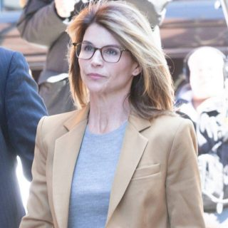 Lori Loughlin Officially Begins 2-Month Prison Sentence in College Admissions Scandal