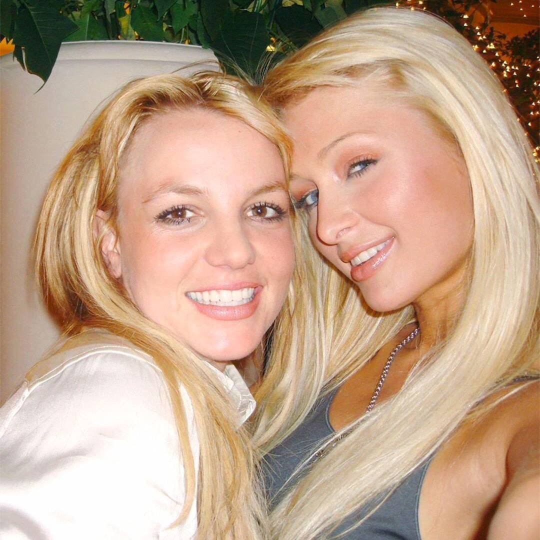 """Paris Hilton Still Claims She and Britney Spears """"Invented the Selfie"""""""