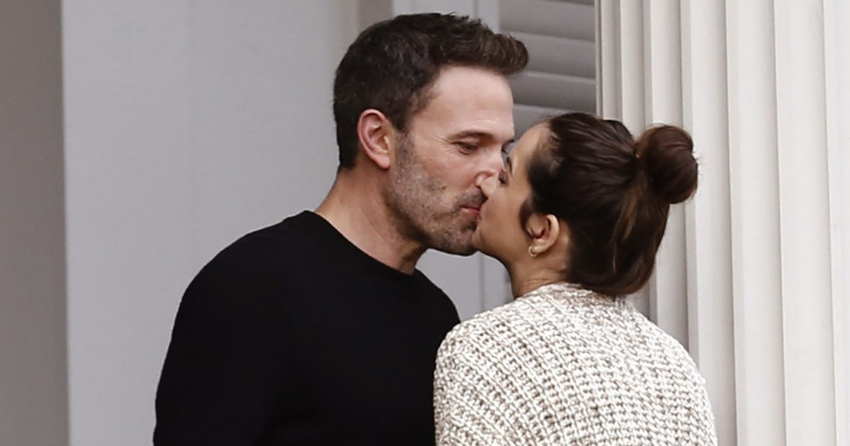 Ben Affleck and Ana de Armas Share Passionate Kiss on Movie Set