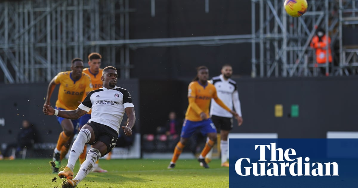 Everton hold off Fulham after Ivan Cavaleiro's penalty miss proves decisive