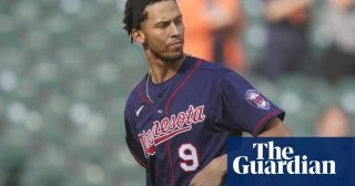 Twins' Andrelton Simmons ruled out with Covid-19 week after declining vaccine
